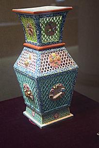 镂空四方瓷器制品