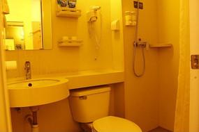 干净整洁的宾馆卫生间