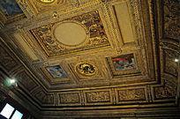室内欧式金色雕花建筑