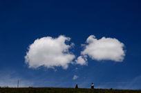 色达的蓝天白云