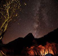 四姑娘山的夜空和银河