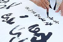 写书法字的手部细节特写