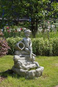 小孩和陶罐雕塑