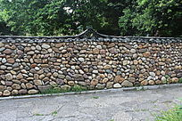 用石头砌的墙