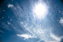 云层与阳光较量