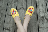 黄色小鞋子上脚鞋