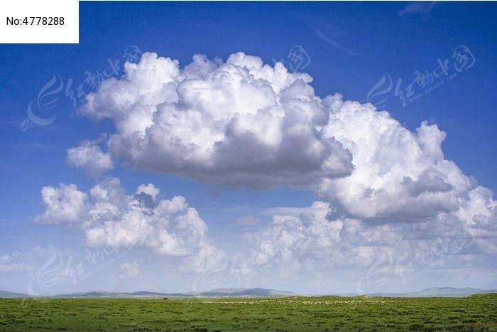 蓝天白云芳草地图片