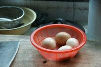 四个土鸡蛋
