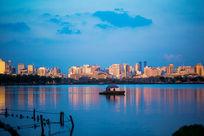 夕阳下的城市风景