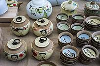 陶瓷茶叶罐与茶杯