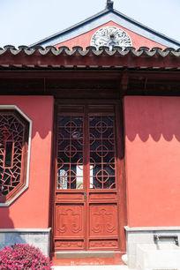 古建筑雕花木门