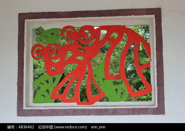镂空铁艺窗摄影图片