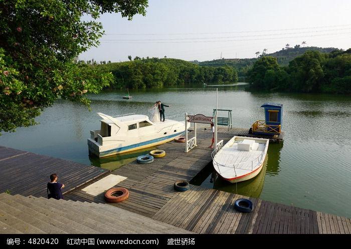 湖泊油轮风景图片