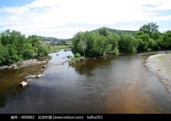 清澈河流图片