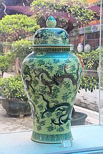 彩釉龙纹瓶子