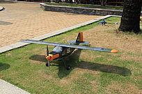 军绿色飞机模型