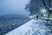 白雪覆盖的西湖