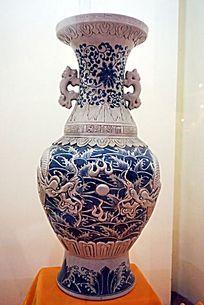 龙纹青花瓷器