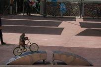 小猴骑自行车