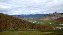 大山之间的盆地草甸