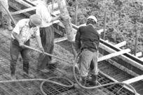 浇筑水泥工人
