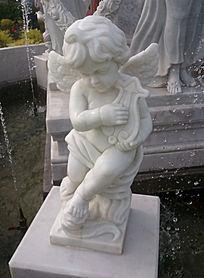 弹琴的小天使