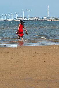 穿红色旗袍的妇女