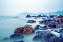 美丽的海边岩石