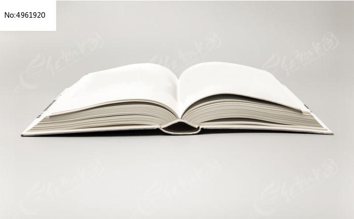 一本展开的书