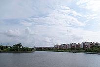 宽阔的城市内河