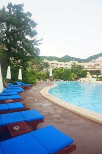 宾馆中的游泳池