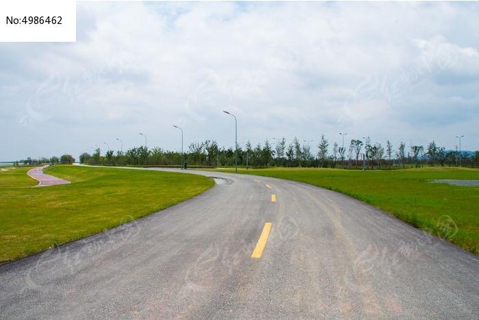 空旷没人的马路图片