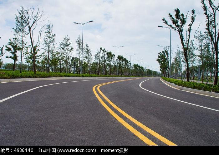 宽广的马路图片