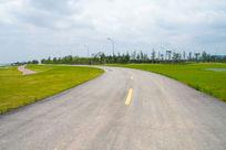 弯曲宽广的公路