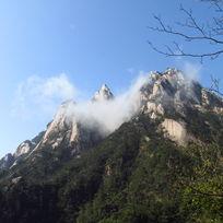 云雾缭绕的黄山山峰