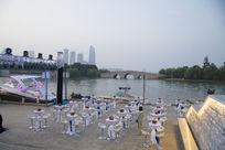 苏州金鸡湖李公堤岸边露天活动