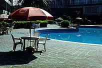 海南兰洋温泉露天泳池图