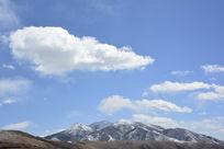 阳光照耀的雪山