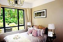 温馨卧房装饰
