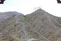 有植被的大山图