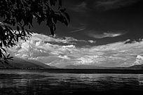 云南洱海黑白天空湖