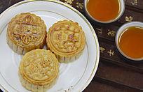 近拍传统美食中秋月饼和茶水茶杯特写