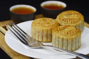 近拍中国传统美食中秋月饼图片