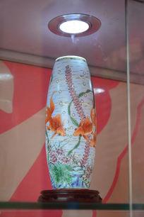 金鱼陶瓷花瓶