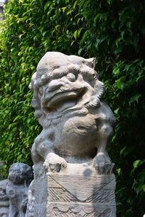 雷州半岛民间信仰狮子石雕