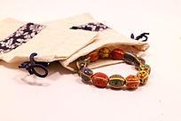 民族风布袋中的火山石花釉棱形瓷珠手链