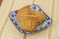 传统美食中秋月饼特写图片