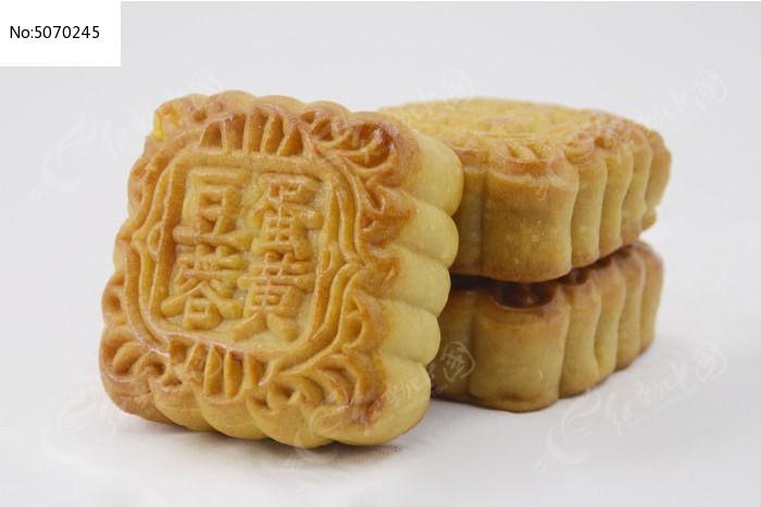 近拍传统美食三个中秋月饼特写图片图片