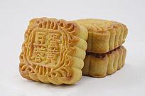 近拍传统美食三个中秋月饼特写图片