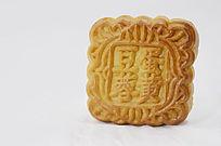 近拍传统美食一个中秋月饼特写图片
